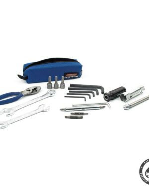 Roadside tool kit for H.D. measuring just 5 x 5 x 18 cm. Includes 14mm x 17mm and 10mm x 12mm wrenches, tire pressure cauge, 140 mm pliers, 5-1 screwdriver set, 16mm and 18mm spark plug socket with lever. 3/8, 7/16 and 10mm nut drivers, T20, T25, T27 and T30 torx bits and 3mm, 4mm, 5mm and 6mm hex wrenches.