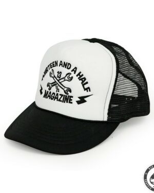 13 and a half Magazine Trucker cap ( black)